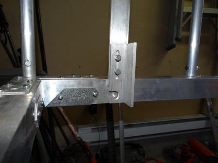 Bottom locking bracket