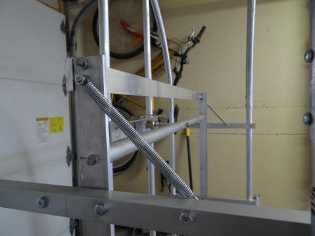 Top locking bracket